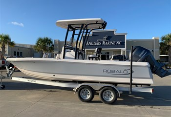 2021 Robalo 226 Cayman Alloy Gray/White Boat