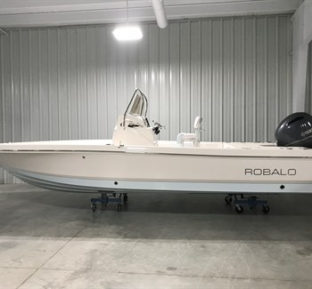 2019 Robalo R226 Ice Blue Bottom New Boat